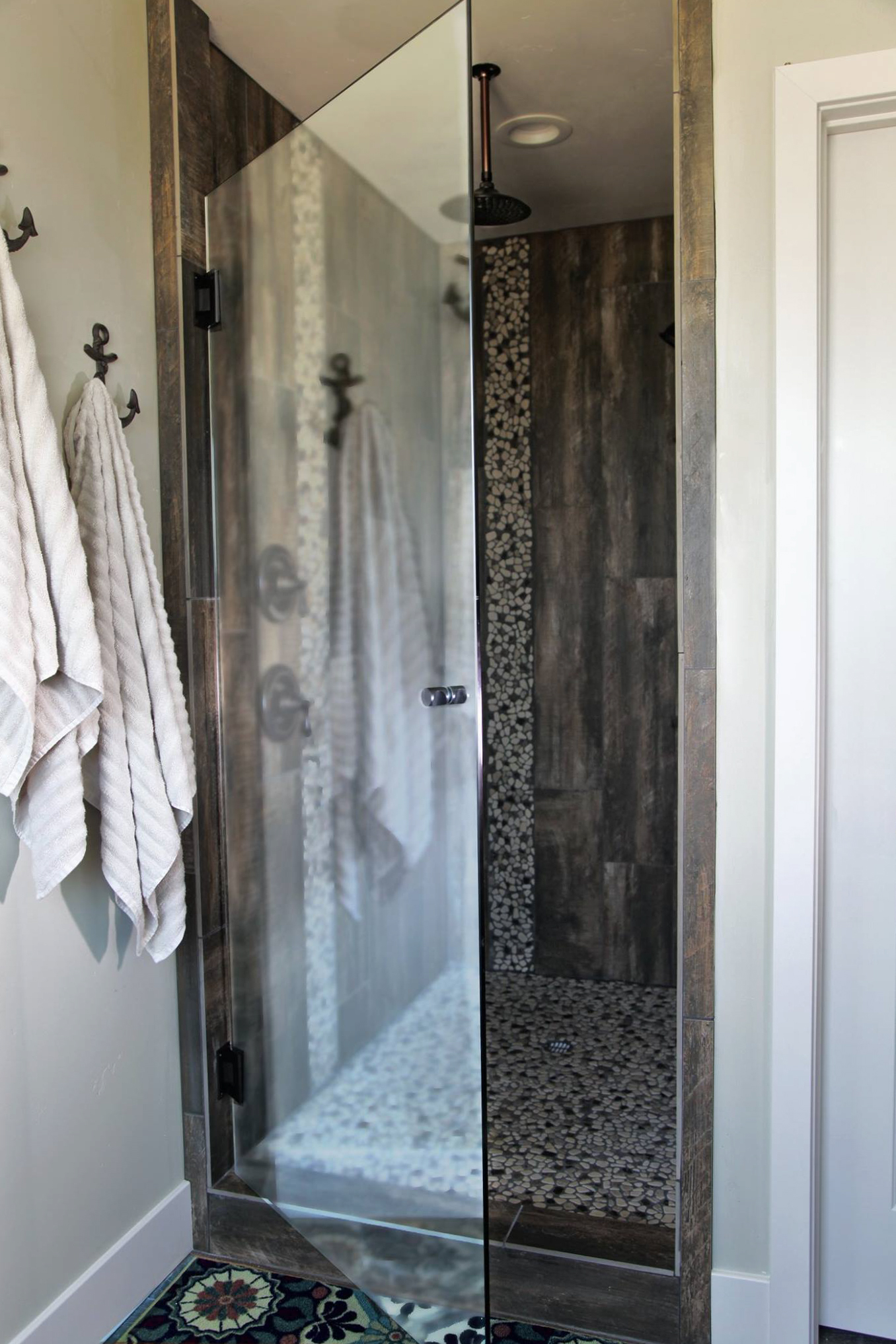 at advantage glass we can provide standard or custom shower enclosures tub enclosures and mirrors for your bathroom